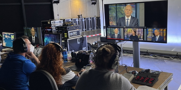 Cliparts.tv - Interaktive Medientechnik für Das TV Triell am 19.09.2021 - Copyright 2021 Cliparts.tv 002